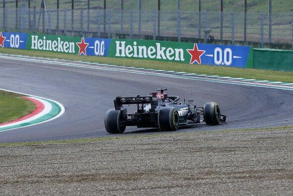 Lewis Hamilton beendete in Tosa um ein Haar sein Rennen - Foto: LAT Images
