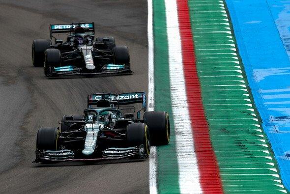 Mercedes und Aston Martin sehen sich mit ihren Konzepten härter von den Regeländerungen betroffen als die Konkurrenz - Foto: LAT Images