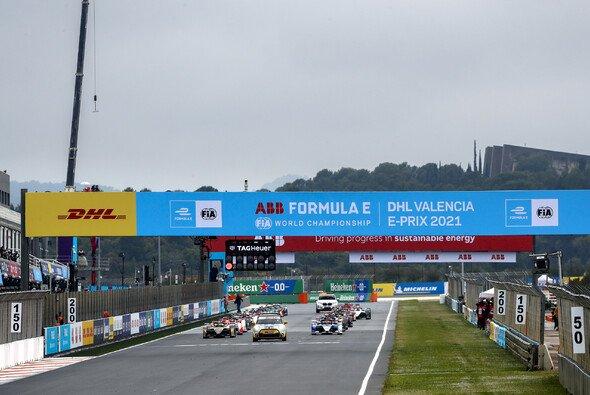 Großes Chaos beim ersten Valencia-Rennen der Formel E - Foto: LAT Images