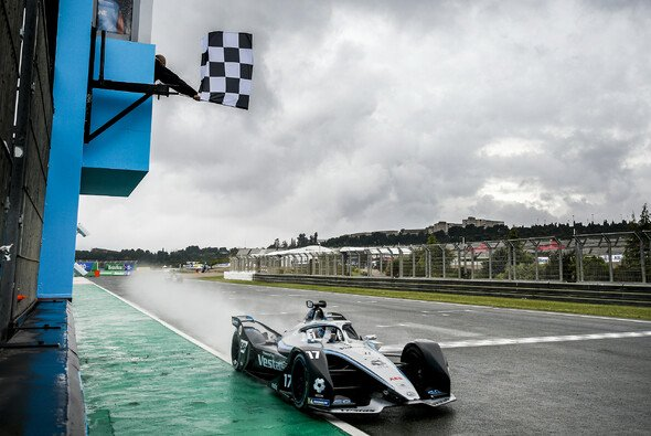 In Valencia erlebte die Formel E 2021 das kurioseste Finish ihrer bisherigen Geschichte - Foto: LAT Images
