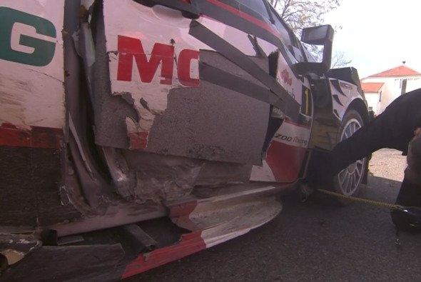 Der Schaden an der Tür von Sebastien Ogier. - Foto: WRC