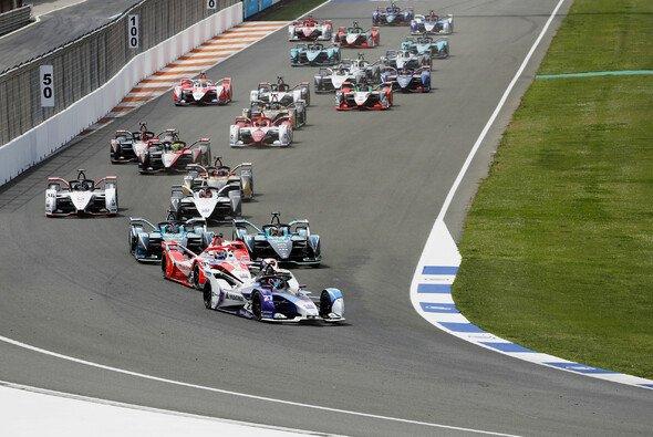 Die Formel E fuhr in Valencia erstmals auf einer rein permanenten Rennstrecke - Foto: LAT Images