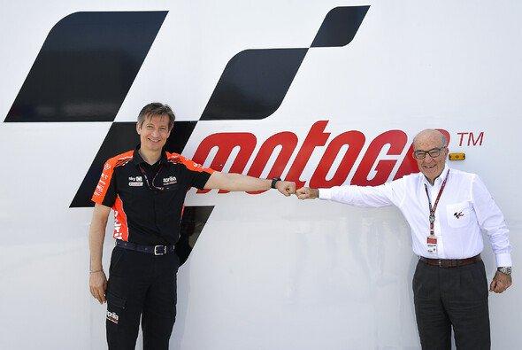 Massimo Rivola und Carmelo Ezpeleta haben ihre Unterschriften gesetzt - Foto: MotoGP