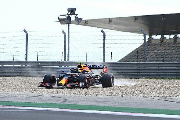 Sergio Perez drehte sich im Qualifying - Foto: LAT Images