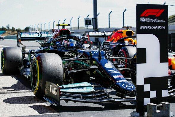 Valtteri Bottas meldete sich nach dem Imola-Debakel mit der Pole Position für das Formel-1-Rennen in Portugal zurück - Foto: LAT Images