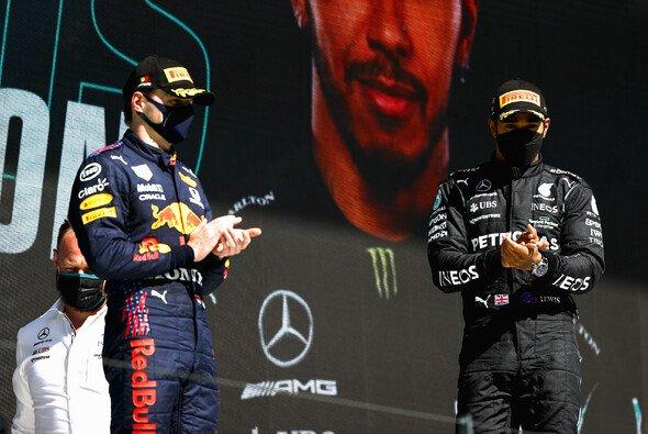 Lewis Hamiltons Anruf bei Max Verstappen konnte den Unmut des Niederländers nicht mildern - Foto: LAT Images