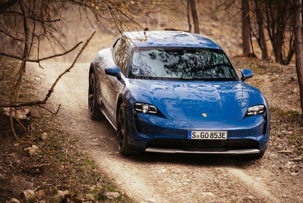 Der Porsche Taycan Cross Turismo ist geländetauglicher al sein Vorgänger - Foto: Porsche