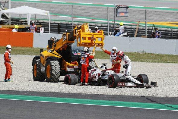 Robert Kubicas kurzes F1-Comeback endete im Kiesbett - Foto: LAT Images