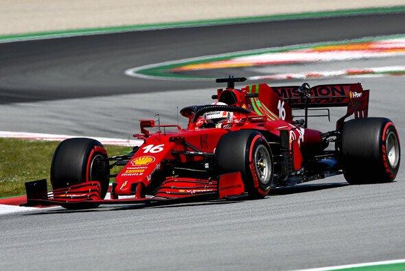 Ferrari und Charles Leclerc waren in Barcelona in den Kurven gut dabei - Foto: LAT Images