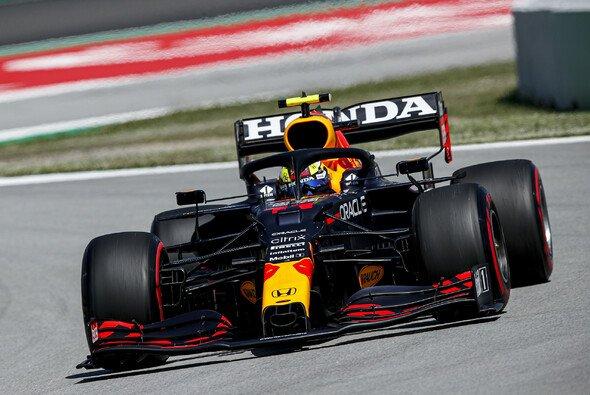 Auch Sergio Perez kämpfte 2021 damit, den Red Bull RB16B zu bändigen - Foto: LAT Images