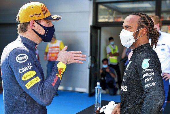 Lewis Hamilton sieht die Verantwortung für den schweren Unfall in Silverstone auch bei Max Verstappen - Foto: LAT Images