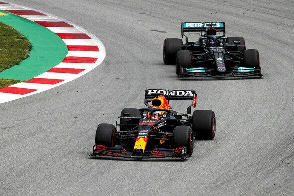 Max Verstappen und Lewis Hamilton liefern sich bisher einen erbitterten WM-Kampf - Foto: LAT Images