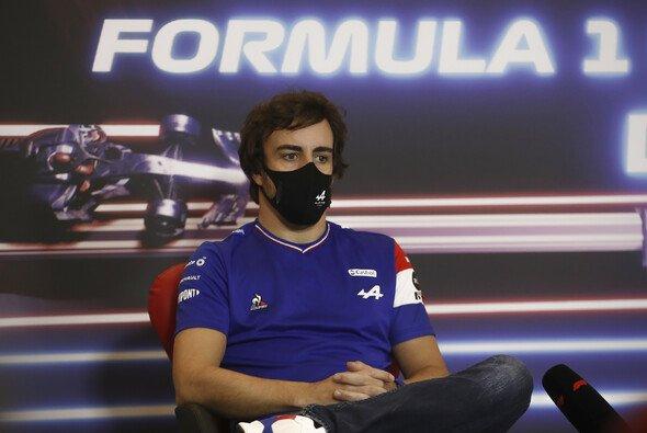 Fernando Alonso sucht beim Formel-1-Comeback mit Alpine weiter nach seiner Top-Form - Foto: LAT Images