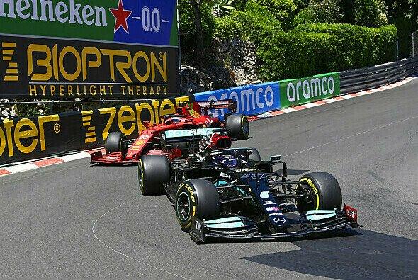 Ferrari setzt Mercedes unter Druck. Ein Symbolbild für das Wochenende in Monaco? - Foto: LAT Images