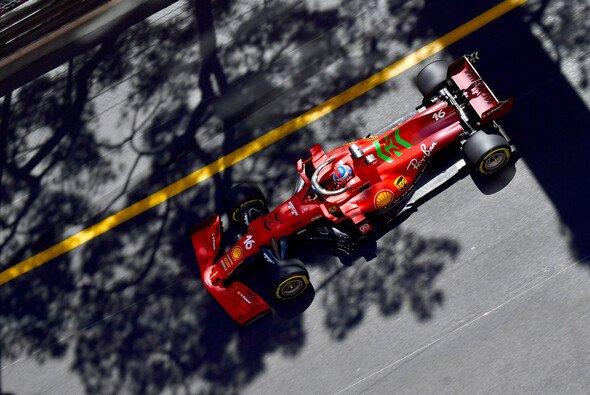 Charles Leclerc sicherte Ferrari am Trainingstag der Formel 1 in Monaco die Bestzeit - Foto: LAT Images
