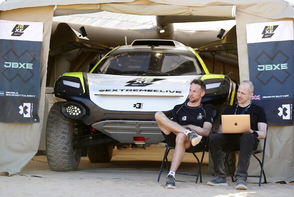 Jenson Button ist Fahrer und Teamchef seines eigenen Rennstalls JBXE - Foto: LAT Images