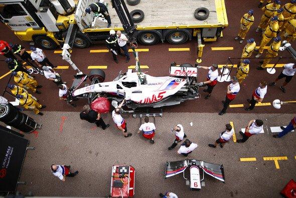 Mick Schumacher crashte seinen Haas in Monaco kurz vor dem Qualifying - Foto: LAT Images