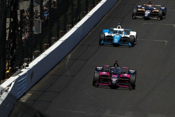 Helio Castroneves gewinnt zum vierten Mal das 500-Meilen-Rennen von Indianapolis - Foto: LAT Images