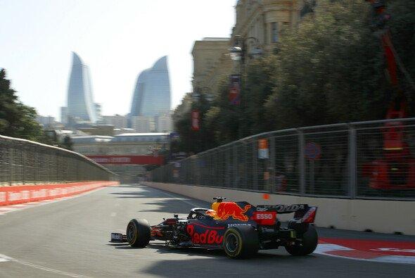 Heute gibt Red Bull bei der Formel 1 in Baku den Ton an - Foto: LAT Images