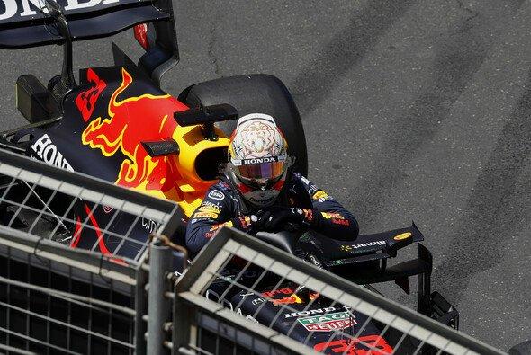 Max Verstappen crashte im 3. Freien Training zum Aserbaidschan GP in Baku - Foto: LAT Images