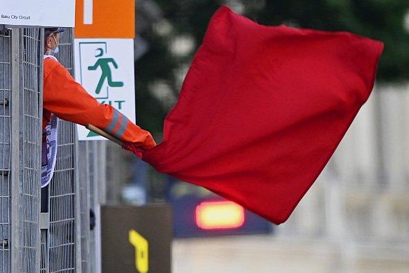 Rote Flagge: Haben die F1-Teams zu viele Freiheiten während einer Rennunterbrechung? - Foto: LAT Images