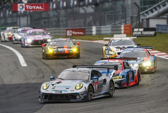 Was bisher beim 24-Stunden-Rennen Nürburgring 2021 los war - Foto: Porsche AG