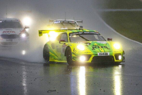 Wann geht das 24-Stunden-Rennen auf dem Nürburgring weiter? - Foto: Porsche AG