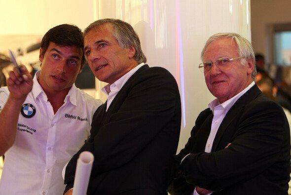 Herbert Schnitzer Sen. mit dem verstorbenen Charly Lamm und Bruno Spengler - Foto: BMW Motorsport
