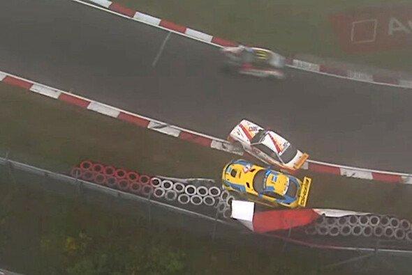 Unfall zwischen Maro Engel im Mercedes-AMG GT3 und dem Opel Manta - Foto: 24h Nürburgring/Screenshot