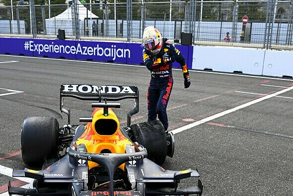 Max Verstappen ärgerte sich maßlos über den Reifenschaden und den Ausfall in Baku - Foto: LAT Images