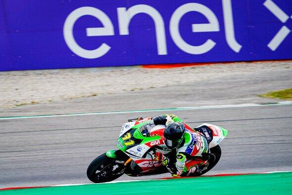 Miquel Pons setzt sich im Windschatten-Kampf in Katalonien durch. - Foto: MotoGP.com