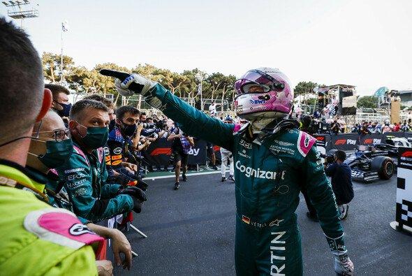 Sebastian Vettel feierte in Baku mit Aston Martin ein sensationelles Podium - Foto: LAT Images
