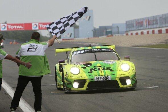Manthey gewinnt das 24-Stunden-Rennen Nürburgring 2021 mit dem Grello-911er - Foto: Gruppe C Photography