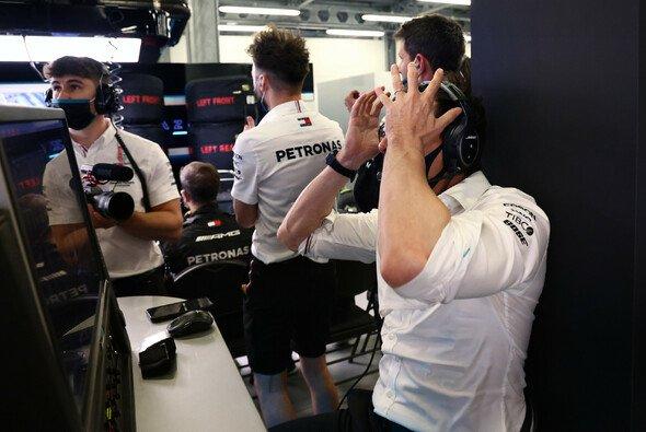 Nur sieben Punkte aus zwei Rennen: Für Mercedes-Teamchef Toto Wolff ein Rekordtief. - Foto: LAT Images