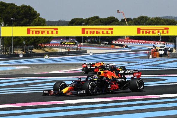 Sergio Perez fehlte am Freitag der Formel 1 in Frankreich der Anschluss an Max Verstappen - Foto: LAT Images