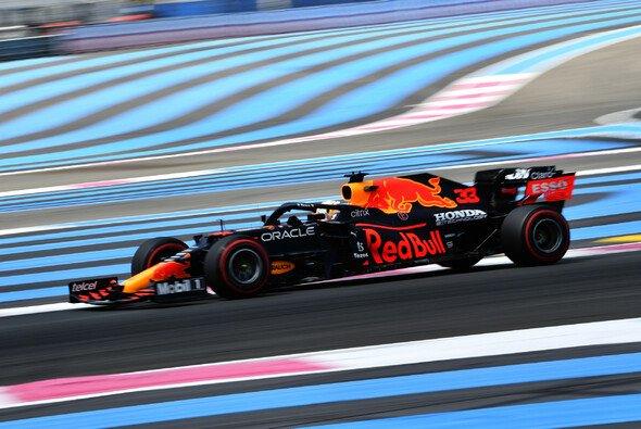 Red-Bull-Pilot Max Verstappen fuhr im 2. Freien Training der Formel 1 in Frankreich die Bestzeit - Foto: LAT Images