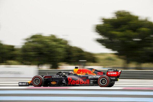 Red-Bull-Pilot Max Verstappen behielt im Formel-1-Qualifying in Frankreich die Oberhand - Foto: LAT Images