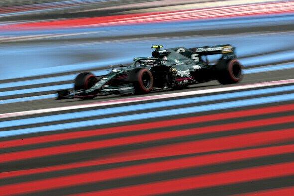 Sebastian Vettel hatte sich mit Aston Martin beim Formel-1-Qualifying in Frankreich mehr ausgerechnet - Foto: LAT Images