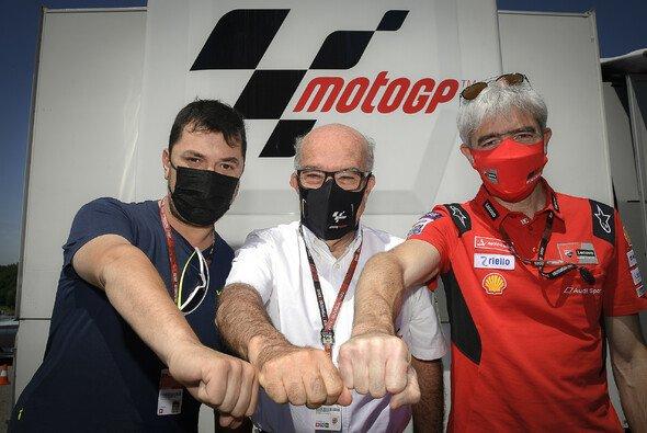 Uccio, Ezpeleta und Dall'Igna brachten den Deal unter Dach und Fach - Foto: VR46 Aramco
