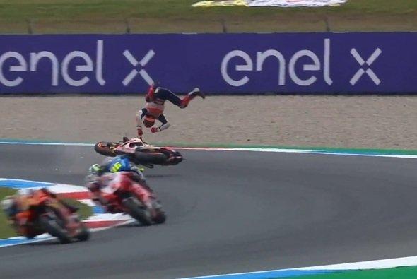 Diesen üblen Highsider wollte Marquez nicht auf seine Kappe nehmen - Foto: Screenshot/MotoGP