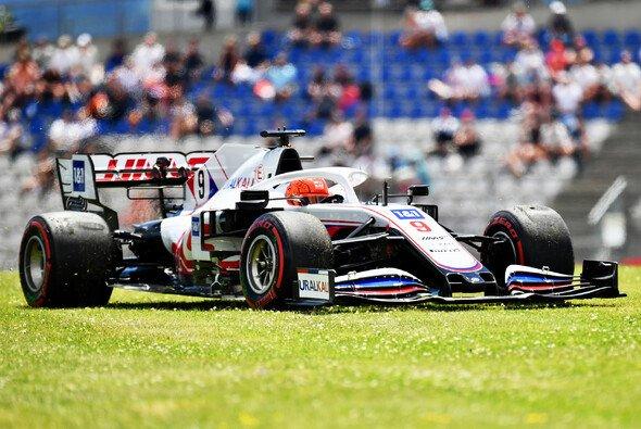 Nikita Mazepin kämpfte im ersten Österreich-Rennen mit seinem Haas - Foto: LAT Images