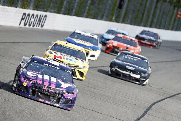 Alex Bowman (#48) und Kyle Busch (#18) gewinnen das 18. & 19. Rennen (Doubleheader) der Regular Season auf dem Pocono Raceway - Foto: LAT Images