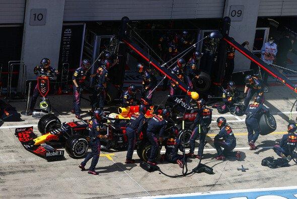 Red Bull führt die Boxenstopp-Debatte um Regeländerungen weiter - Foto: LAT Images