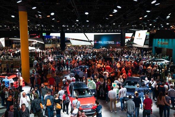 Auf der IAA Mobility in München wird das Geschehen in den Messehallen eine kleinere Rolle spielen - Foto: IAA