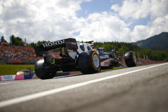 Yuki Tsunoda wurde im Österreich-GP von weißen Linien verwirrt - Foto: LAT Images