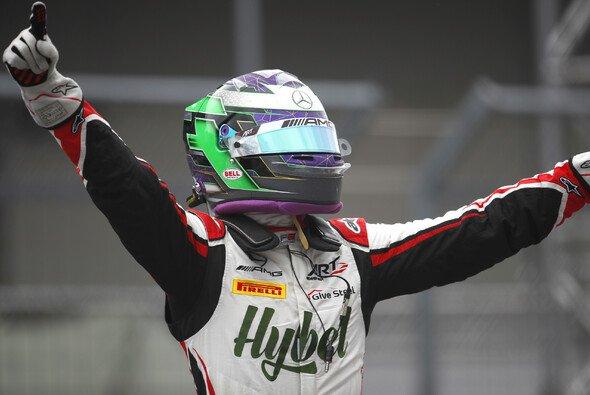 Frederik Vesti gewann das dritte Rennen in Spielberg - Foto: LAT Images