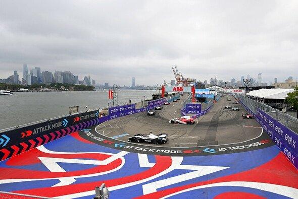 Tolle Kulisse, aber die Kosten müssen runter: Die Formel E in New York - Foto: LAT Images