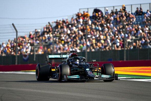 Weltmeister Lewis Hamilton startet am Samstag im ersten Sprintrennen der Formel-1-Geschichte von der Pole - Foto: LAT Images