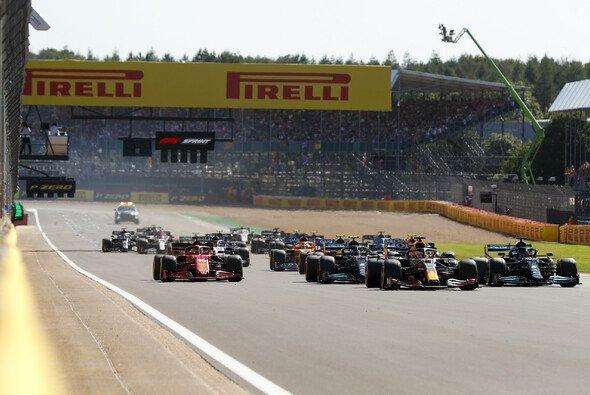 In Silverstone wurde 2021 das erste Sprintrennen in der Formel-1-Geschichte ausgetragen - Foto: LAT Images