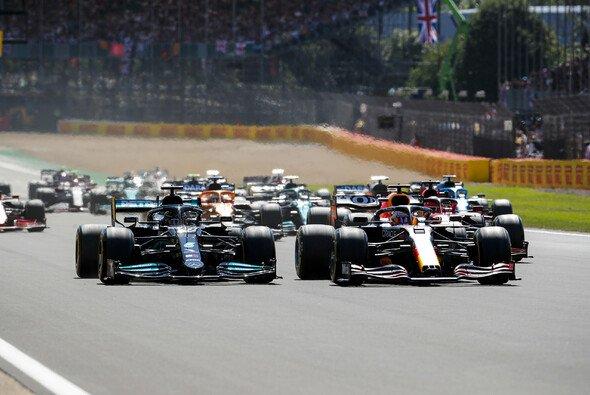 In Silverstone endete der Kampf Hamilton vs. Verstappen mit einer Kollision. - Foto: LAT Images